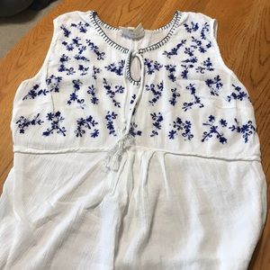 Jessica Simpson embroidered maternity top L